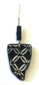 lacy-black-pendant